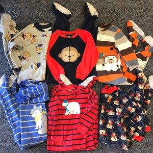 Bundle of 6 fleece one piece pajamas 3T